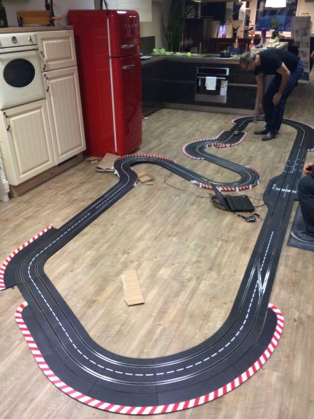 Carrera Bahn Abend im Küchenstudio 2